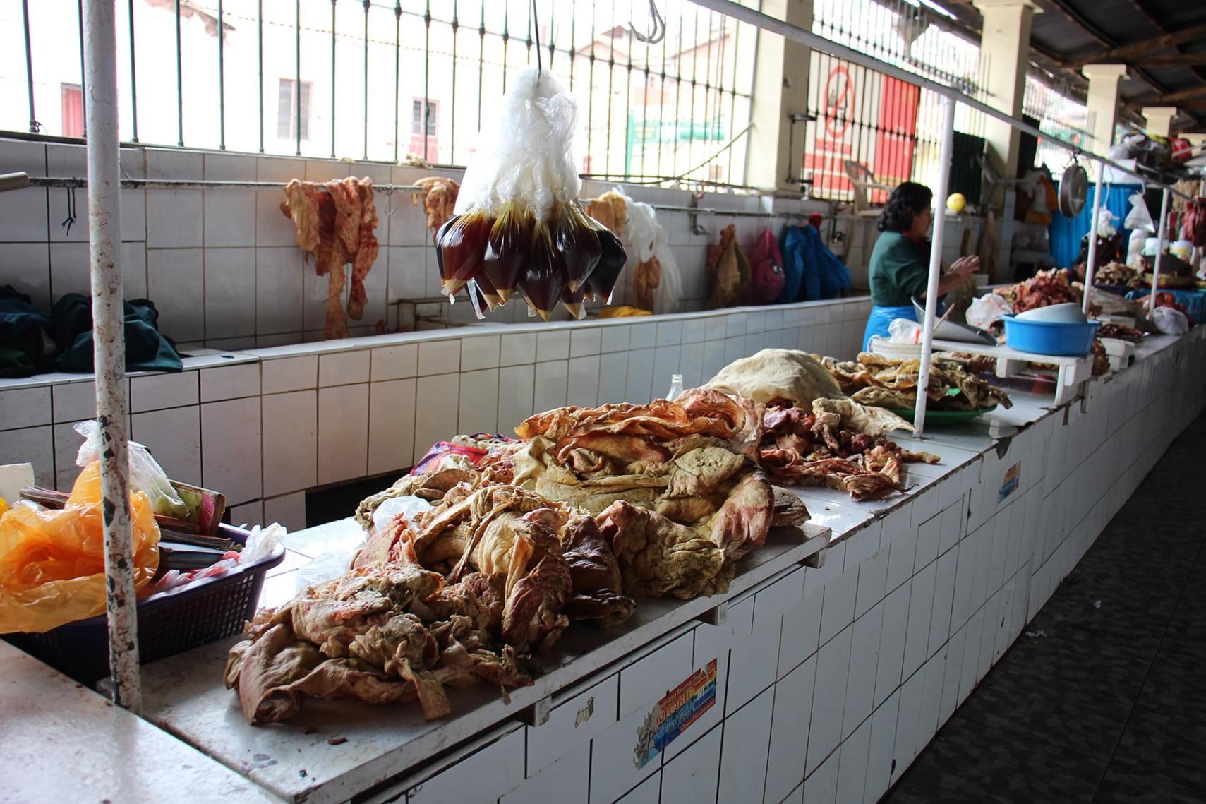 La sezione macelleria del mercato di San Pedro, Cuzco