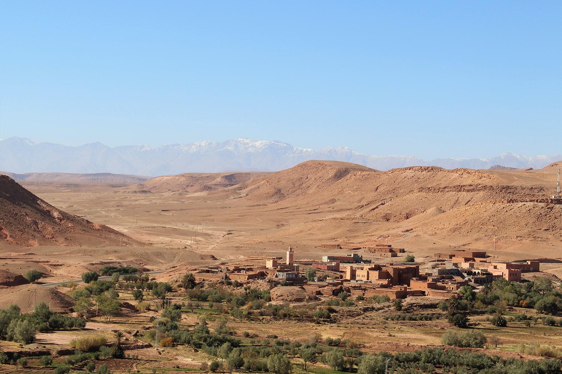Vista di un villaggio da Ait Benhaddou