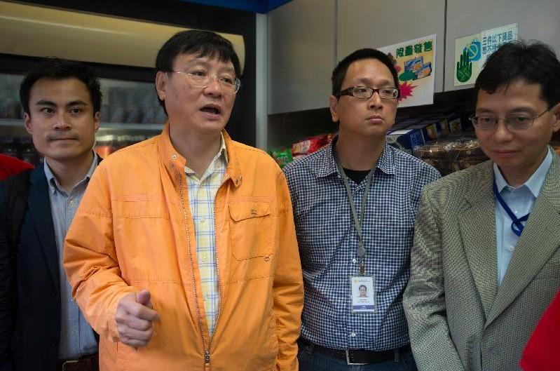 Wong Kwok-hing (second left). Photo: GovHK.