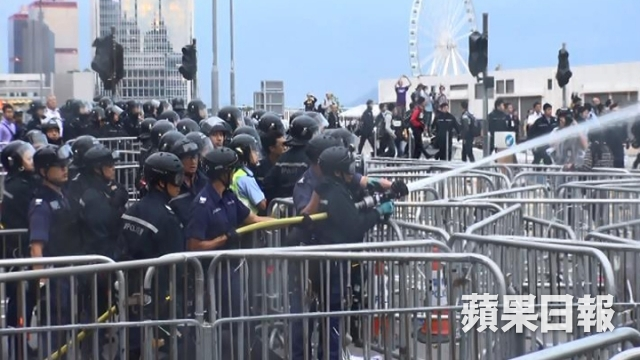 Police drenching water at Lung Wo Road on 1 December 2014.