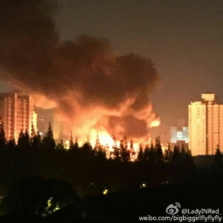 The fire was visible from hundreds of metres away. Photo: Weibo,