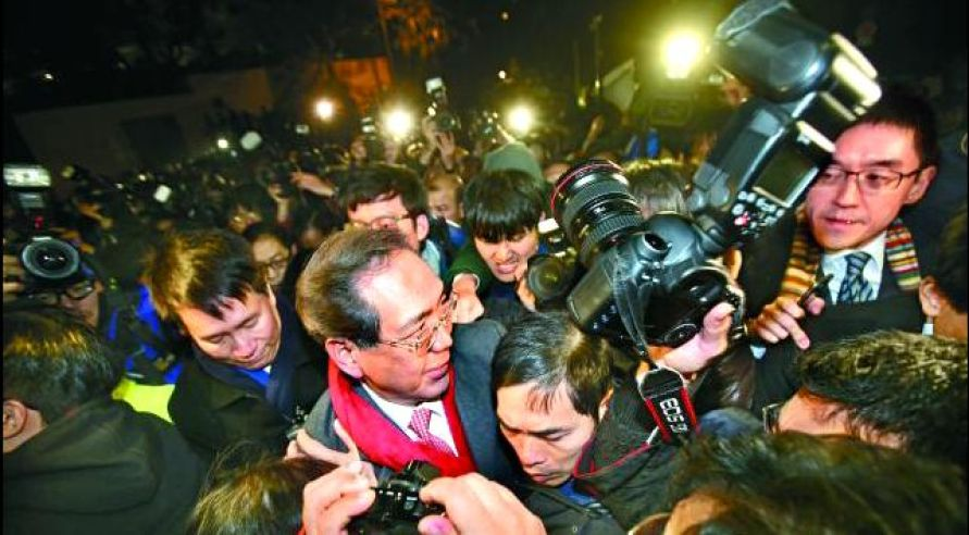 Arthur Li surrounded