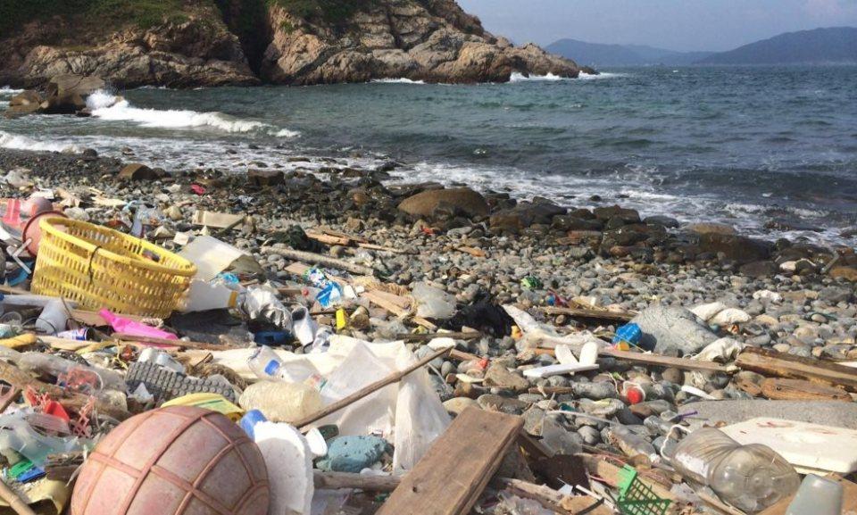hk clean up trash beach