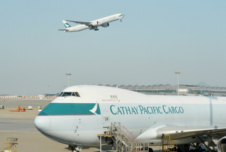 airport-cathay-pacific-plane-takeoff-3