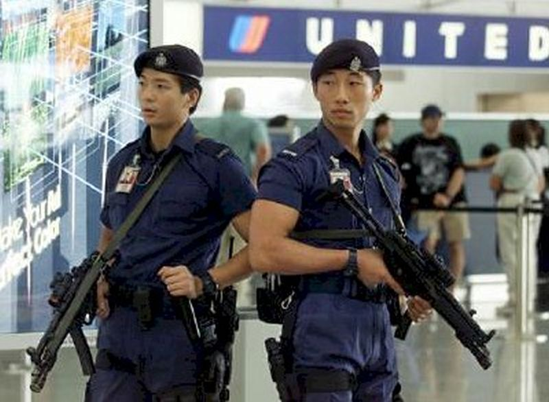 Airport security MP5