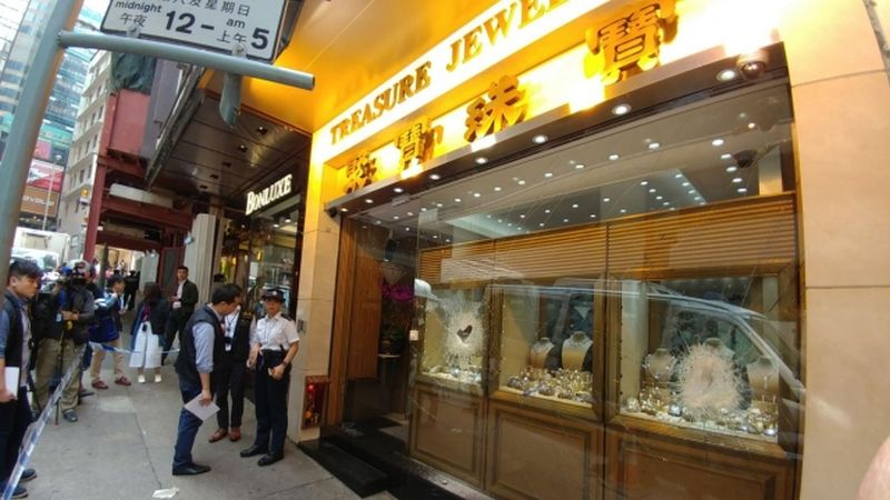 Central jewellery hammer robbery