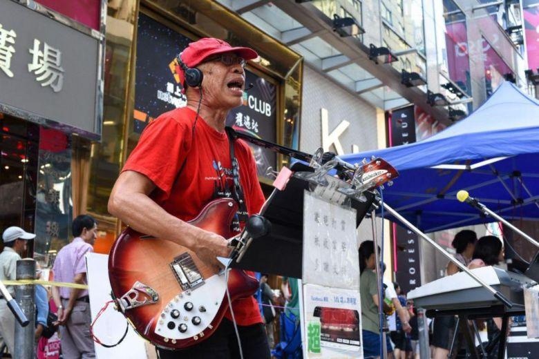 Mong Kok pedestrian zone musician