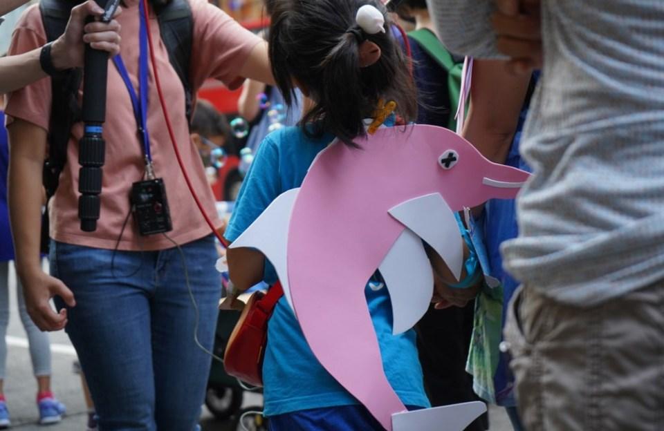 pink dolphin save lantau protest metropolis