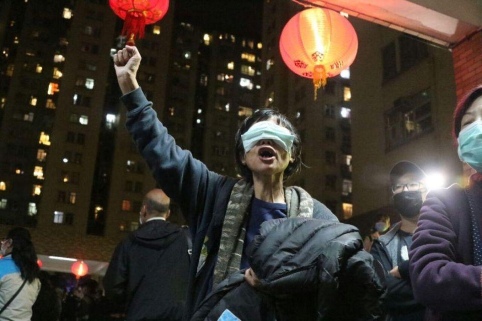 virus protest mask