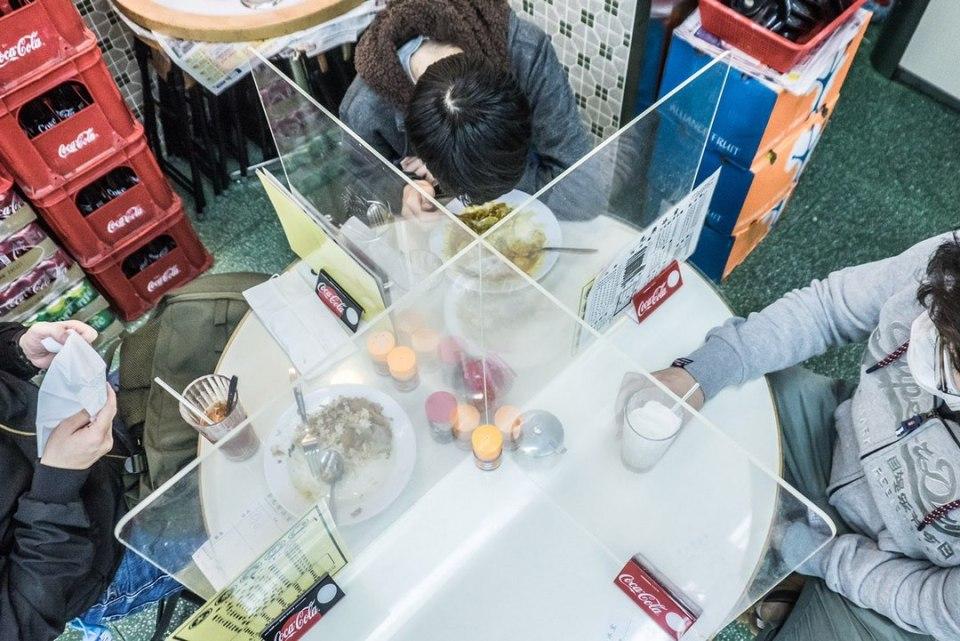 social distancing restaurant