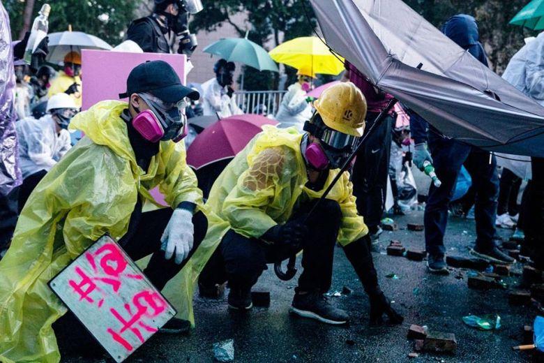 Poly-u protesters yellow helmet