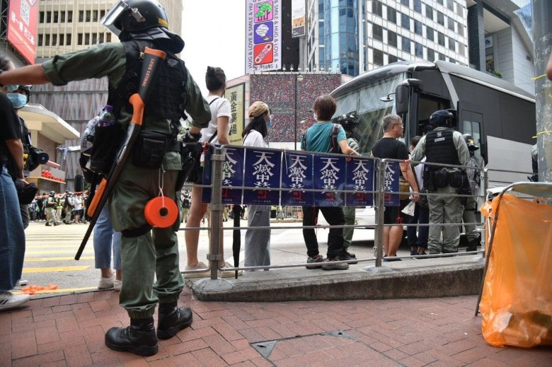 Arrested individuals boarding bus on 1 July 2020. Photo: Kevin Cheng/United Social Press.