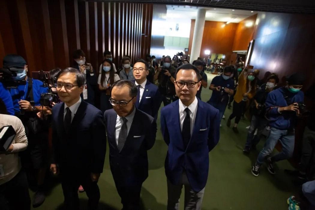 Dengan kepergian para demokrat Hong Kong. mengapa tidak menyingkirkan badan legislatif stempel sama sekali?