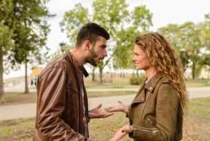 Fehler beim anderen suchen - ein Paar streitet sich