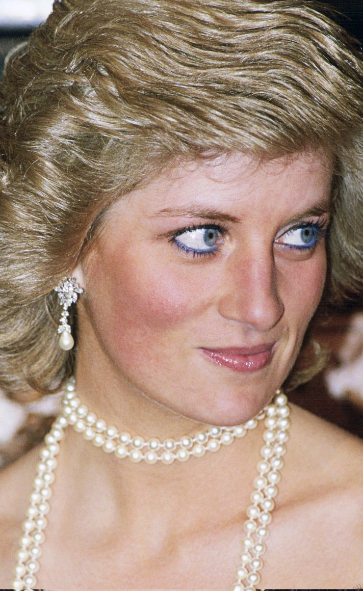 Image may contain Diana Princess of Wales Human Person Necklace Jewelry Accessories Accessory and Pearl