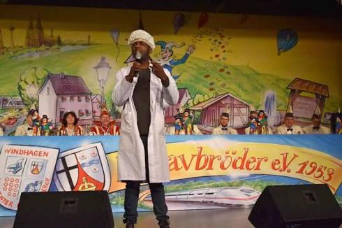 """Mr. Motombo (Dave Davies) wurde auf der Bühne im Forum frenetisch """"gefeiert"""""""