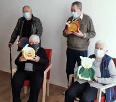 20201113 110249 Kopie - Besucher der Tagespflege Siebengebirge bastelten mit Begeisterung Laternen