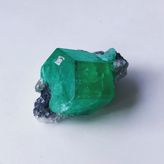 Amazing raw emerald. But too expensive.......giving up to buy.