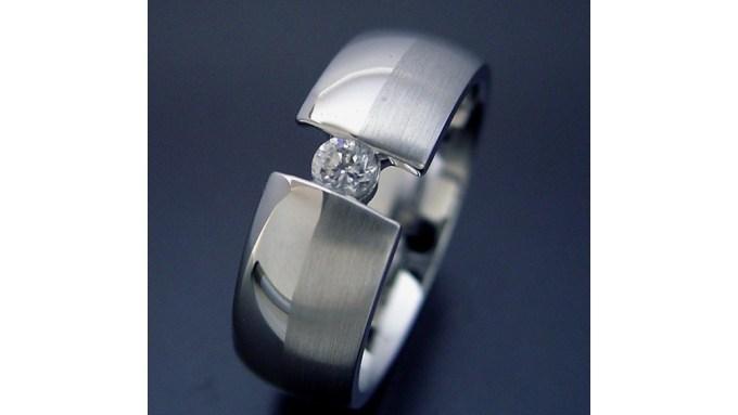 0.1カラットの婚約指輪
