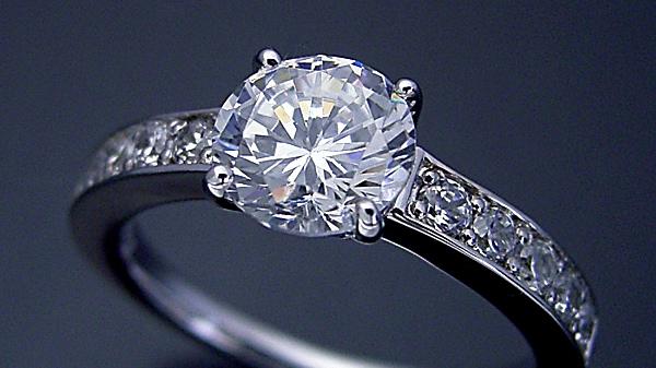 婚約指輪が1カラットの60万円って安すぎませんか?