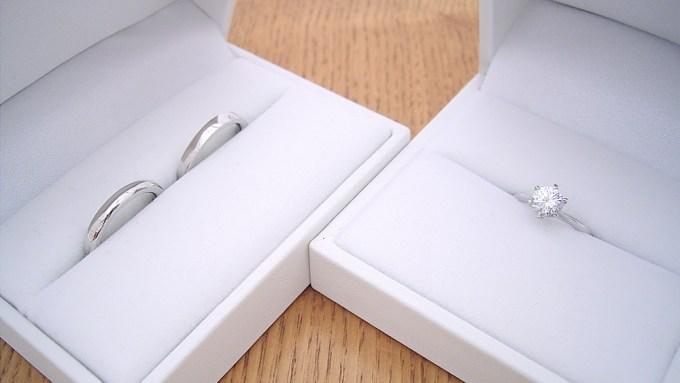 婚約指輪と結婚指輪のセット販売