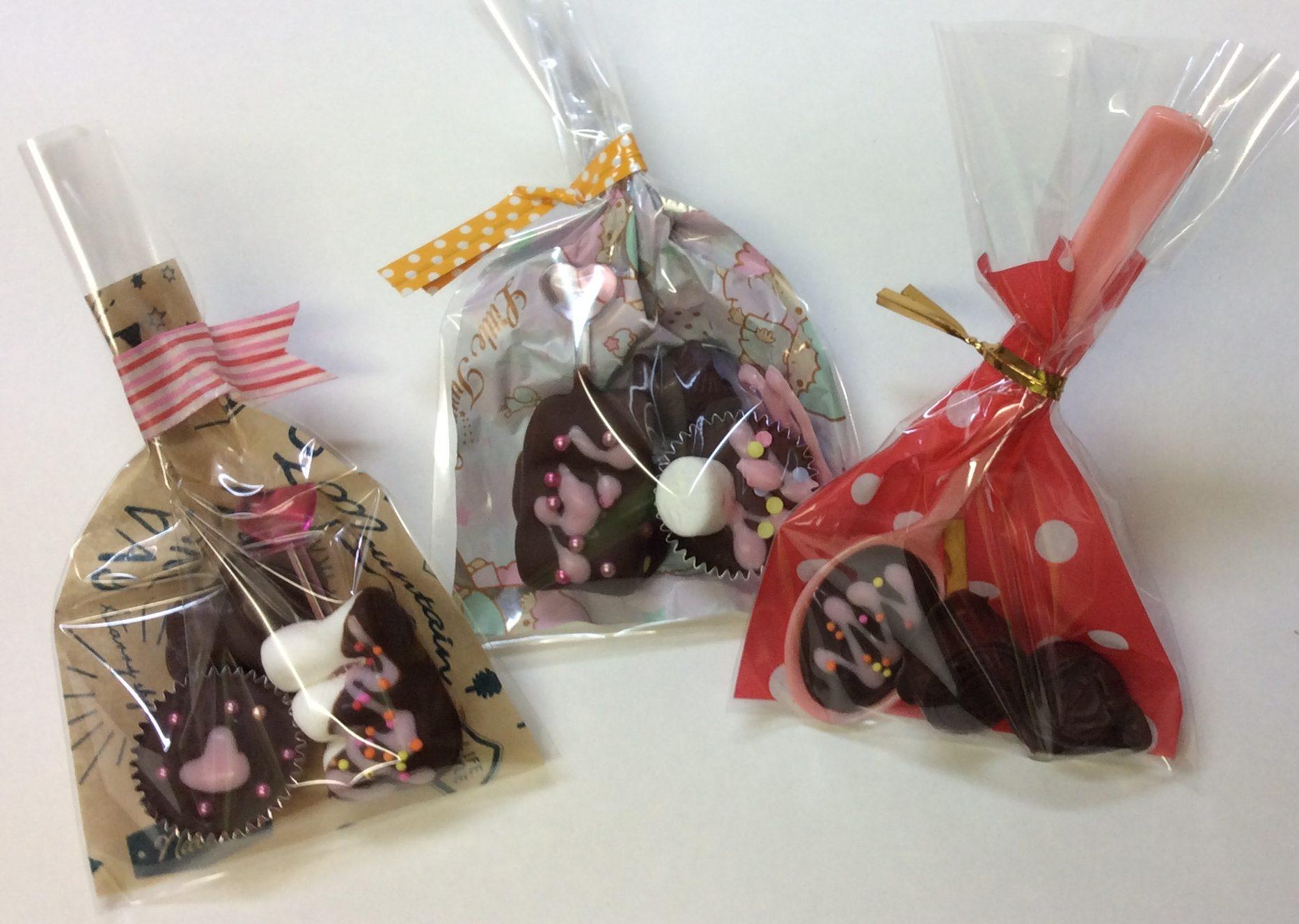 バレンタインに湯煎なしで小学生でも作れるお菓子はこれ!簡単まぜるだけ・デコで可愛く!ラッピング例