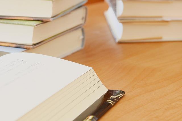 本は紙で読みたいか、電子版で読むか?