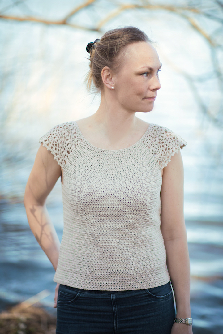 Scilla Tee - crochet tee pattern by Hooked by Anna