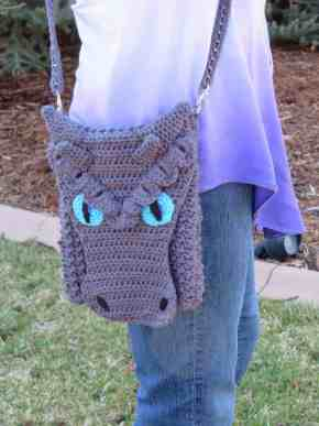 frost dragon cross body bag free pattern modifications | Hooked by Kati