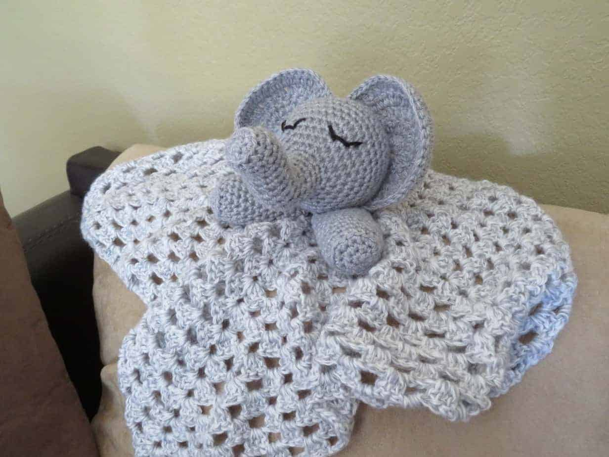 Crochet Stella Lovey Blanket [FREE Crochet Pattern] - The Crochet ... | 3888x5184