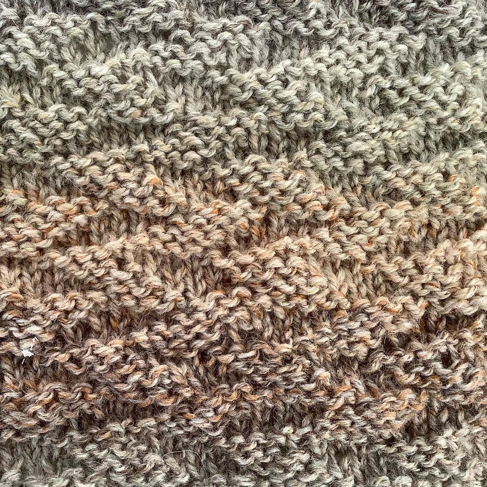 Woodfire Square free knitting pattern, close up