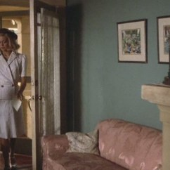 """Bargain Living Room Furniture Curtain Designs Goldie Hawn's 1940s Bungalow In """"swing Shift"""""""