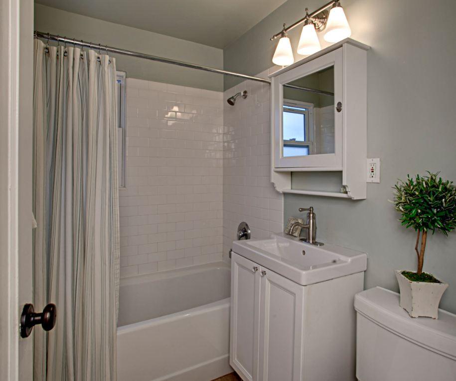 Cape Cod Style Bathroom