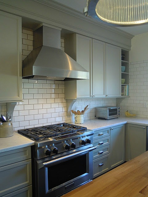 A Builder Basic Kitchen Goes Bedford Gray Hooked On Houses