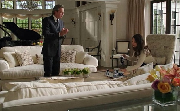 Grayson manor great room sofa Revenge  Hooked on Houses