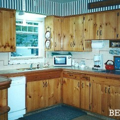 Kitchen Makeover Contest Stands Giving A 1930s Some Old-fashioned Charm - Hooked ...