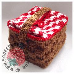A picnic basket style lunch bag crochet pattern