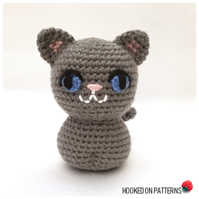 Cat Pawing (Graph AND Row-by-Row Written Crochet Instructions ... | 400x400
