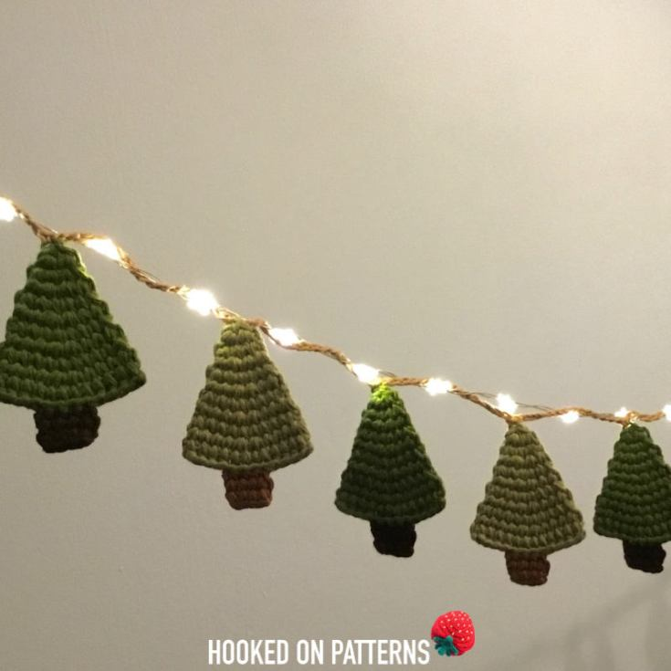 Christmas Crochet Idea: Free Tree Garland Pattern