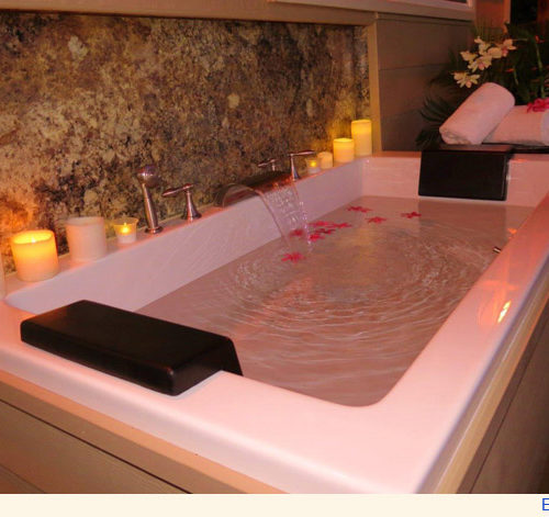 Maui Cottage Deep Soaking Tub