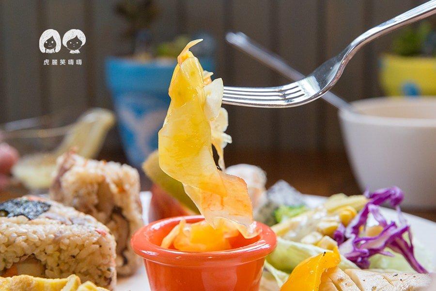 聽見花開 Blooming 楠梓 早午餐 香噴噴的炊飯飯糰 TWD220 餐點附湯,沙拉可加10元換自家優格