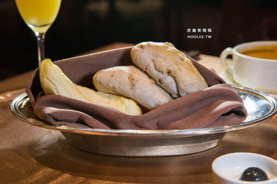 漢來大飯店45樓牛排 核桃麵包 大蒜麵包 搭配黑橄欖鯷魚奶油