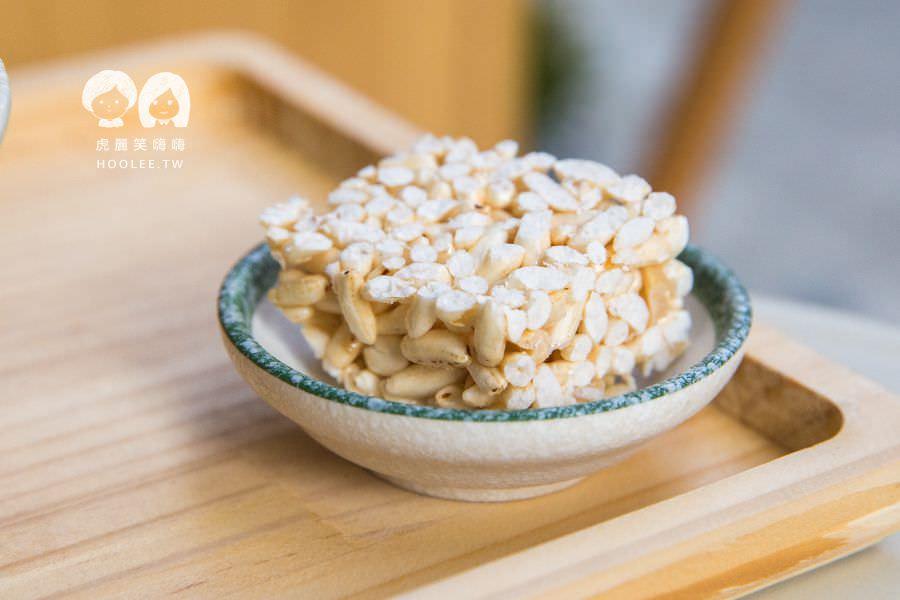 甜薏点 高雄冰店 推薦 甜薏点自製焙茶刨冰 NT$140 古早味米香塊