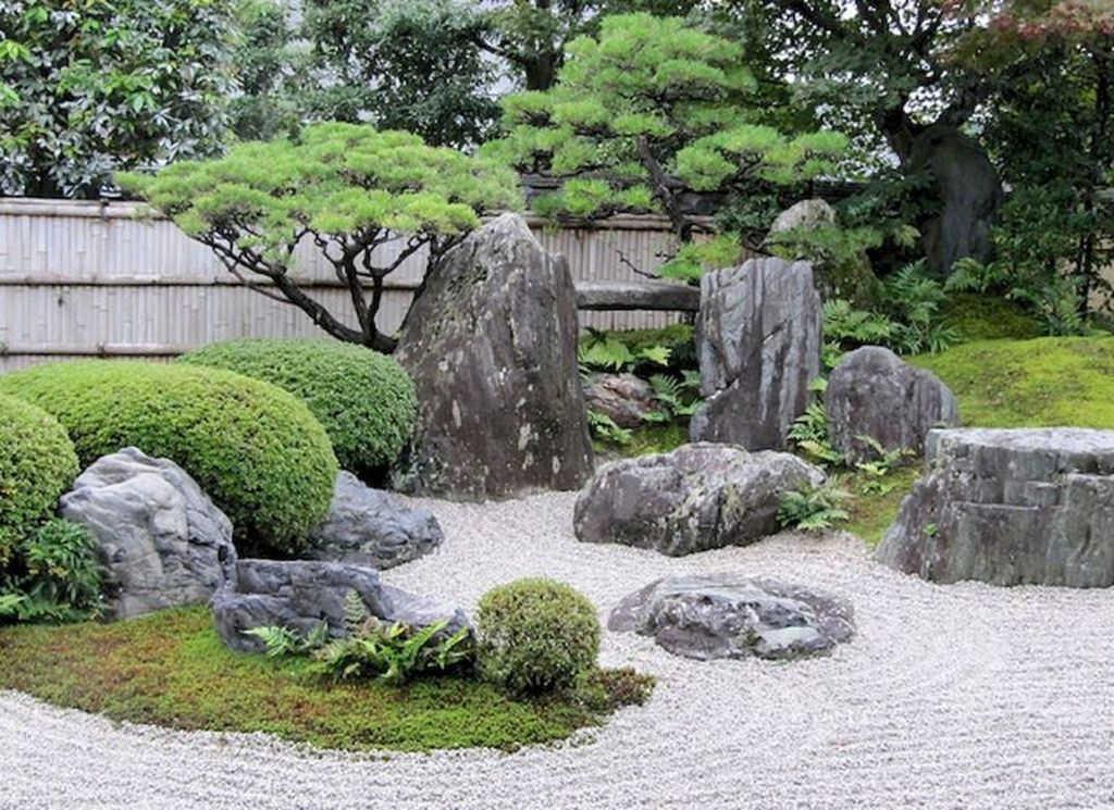 Beautiful Modern Rock Garden Ideas For Backyard Landscaping 14