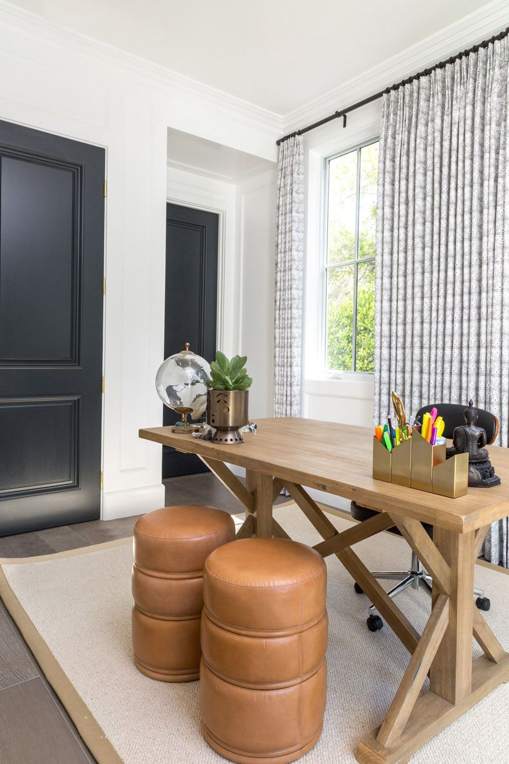 Amazing Contemporary Home Office Design Ideas 34