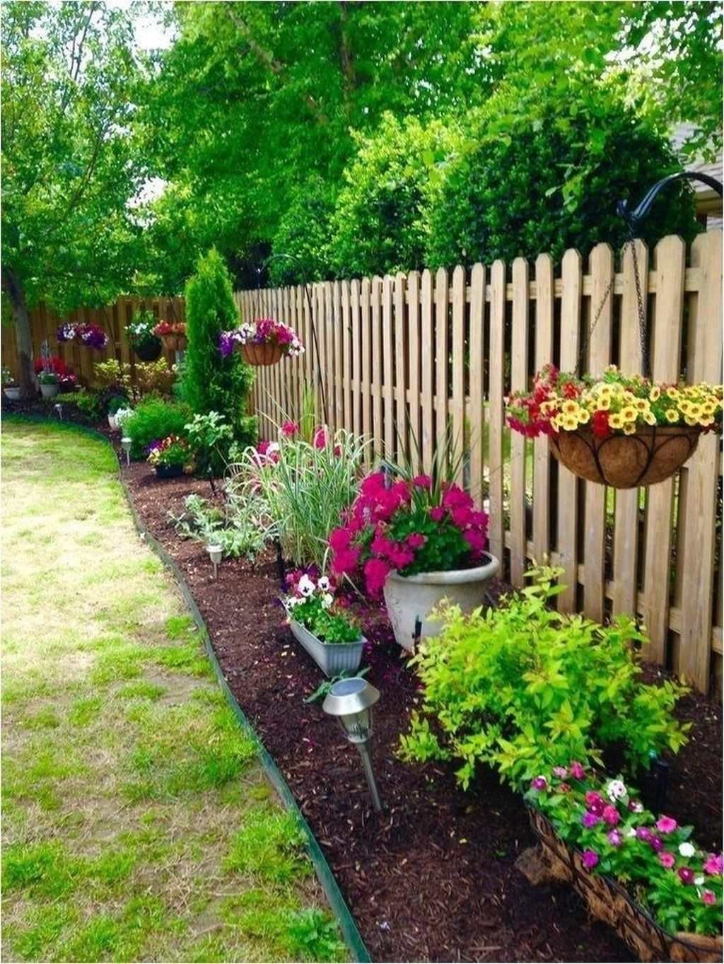 Awesome Backyard Landscaping Ideas With Elegant Accent 35