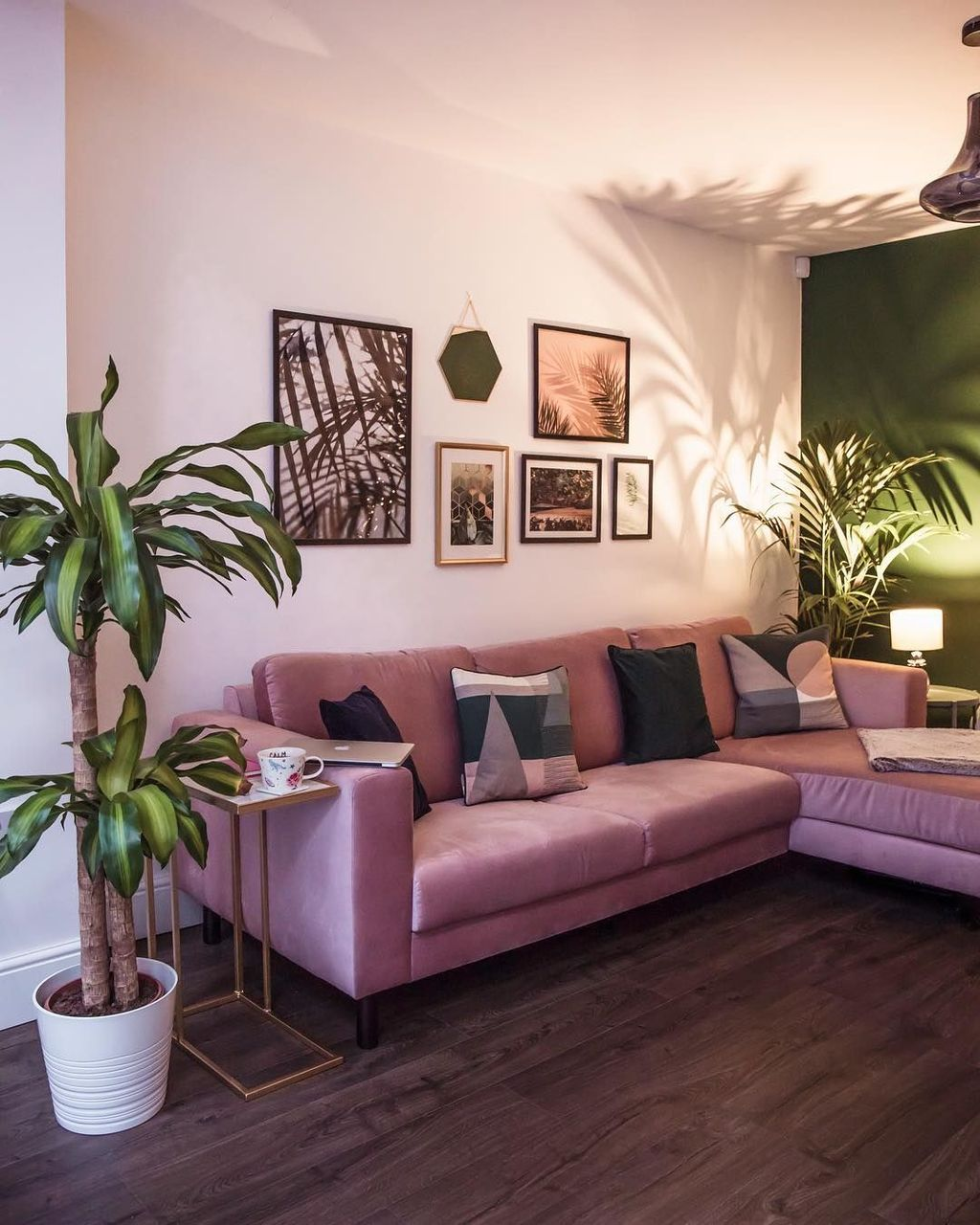 Beautiful Pink Living Room Decor Ideas 06