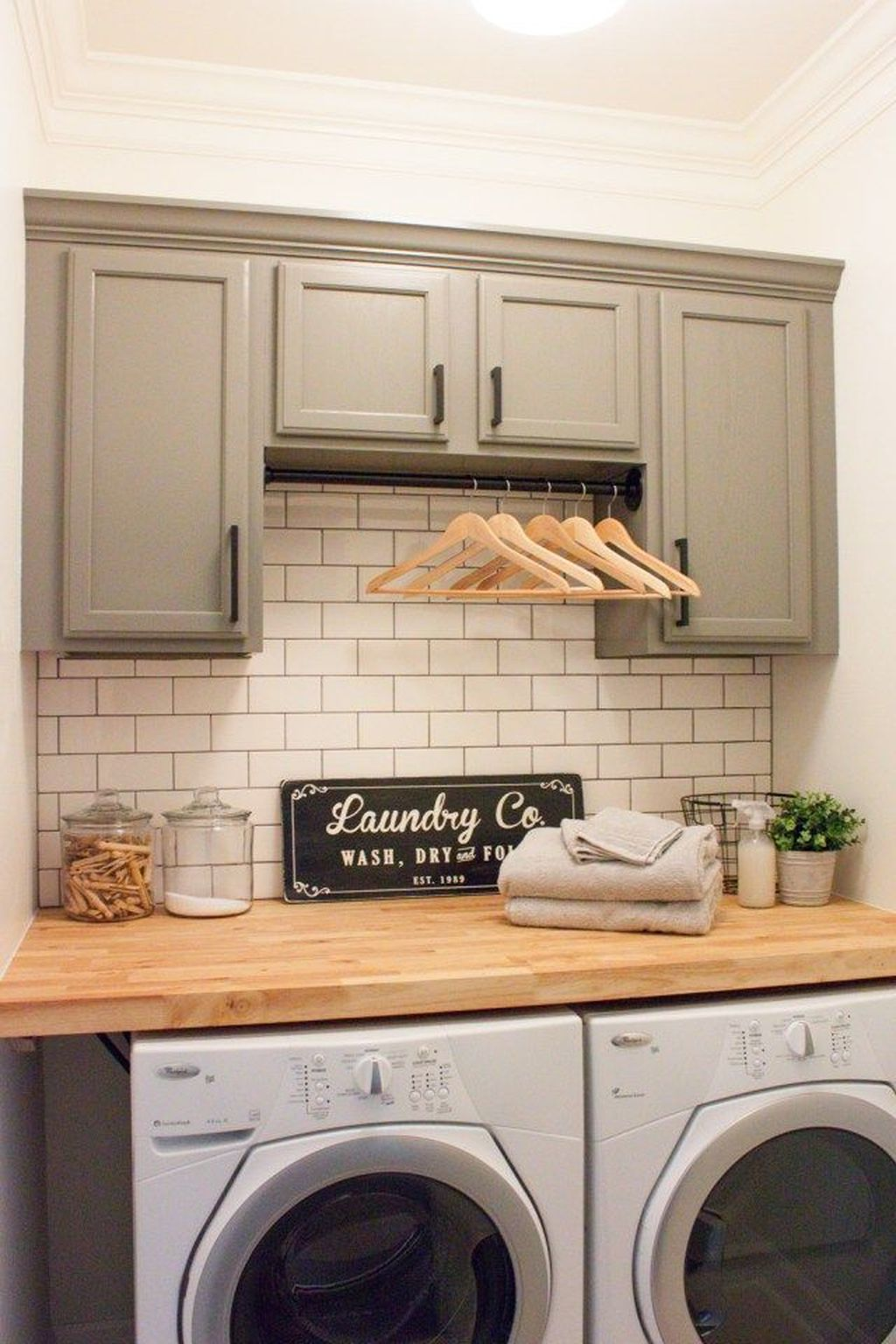Inspiring Small Laundry Room Design And Decor Ideas 13