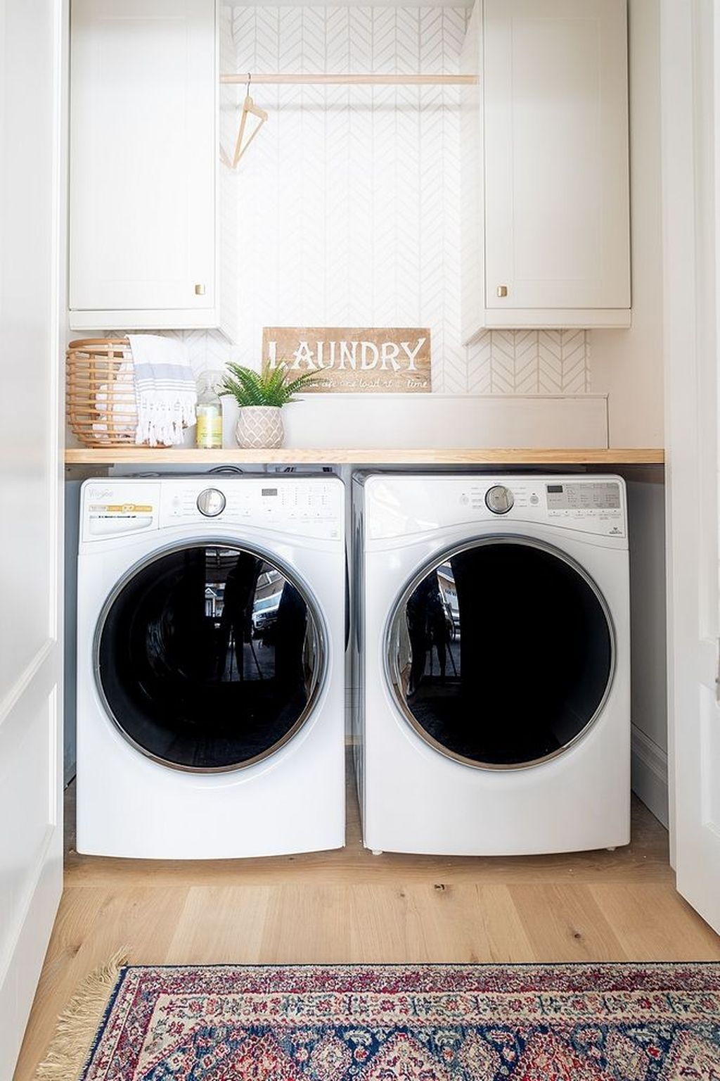 Inspiring Small Laundry Room Design And Decor Ideas 14