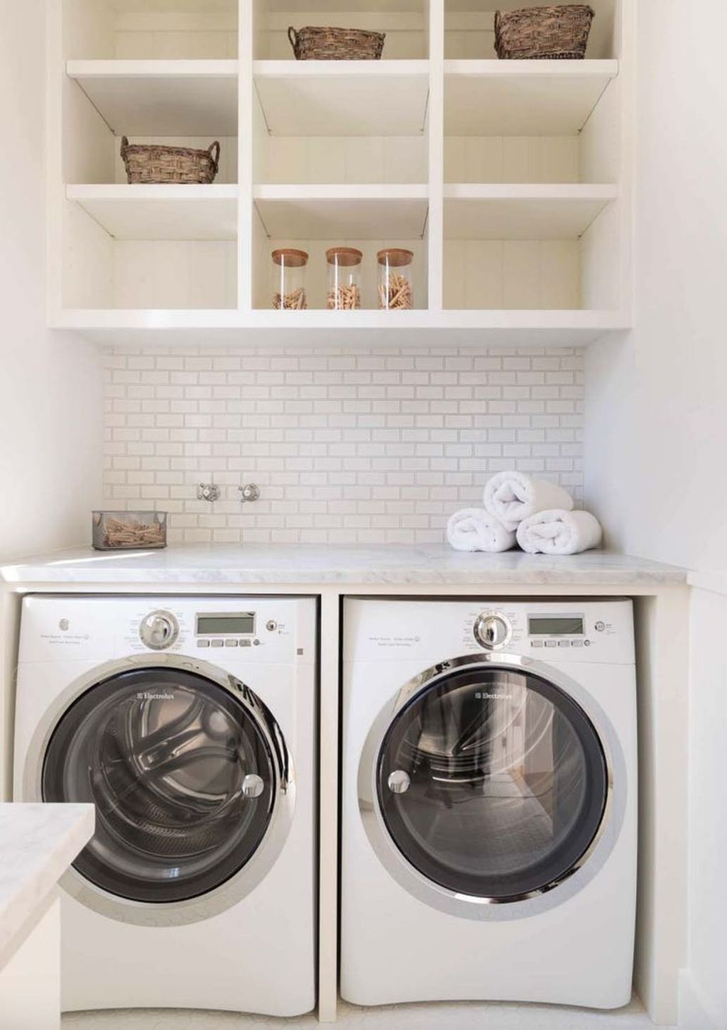 Inspiring Small Laundry Room Design And Decor Ideas 16